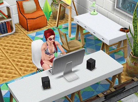 パソコンに熱中するシム(The Sims フリープレイ)