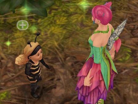 かくれんぼで、見つかって喜びつつも少しくやしそうな幼児シム(The Sims フリープレイ)