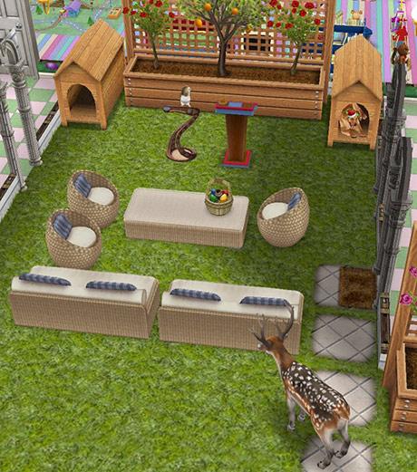 ソファを挟んで向かい合うブチトナカイと、先住ペットのフクロウ&犬(The Sims フリープレイ)