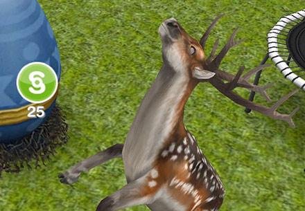 庭でシムオリオンを発見し、白目をむいて喜ぶブチトナカイ(The Sims フリープレイ)