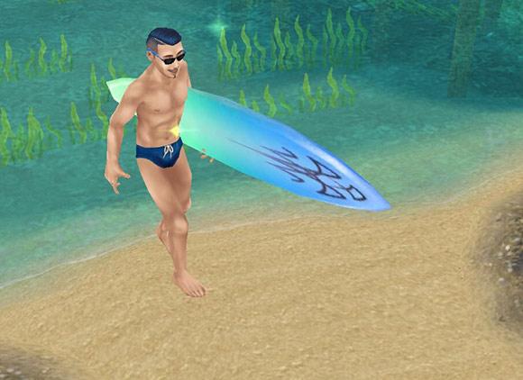カリスマ理容師の髪型イベントでゲットした髪型(ハードパート+フェイド+ベリーショート・ポンパドール)にビキニ姿で、サーフィンをかかえ爽やかな笑顔で砂浜を上ってくる男性シム(The Sims フリープレイ)