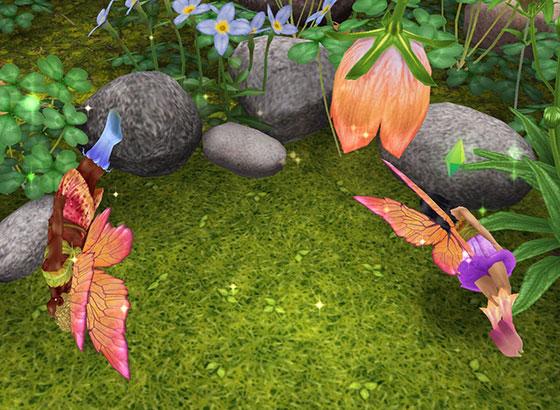 魔法の羽で妖精姿になり、地面すれすれを飛び回る男女シム(The Sims フリープレイ)