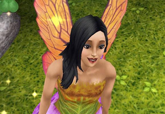 魔法の羽で、キラキラしながら笑顔で叫ぶ妖精姿の女性シム(The Sims フリープレイ)