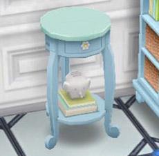 青の子供部屋用テーブルの台に乗る、本とゾウさん貯金箱?(The Sims フリープレイ)