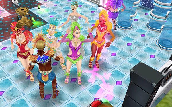 氷のモザイクの床にバラのスピンランプが照らす中、ダンスを楽しむカーニバル衣装のシムたち(The Sims フリープレイ)