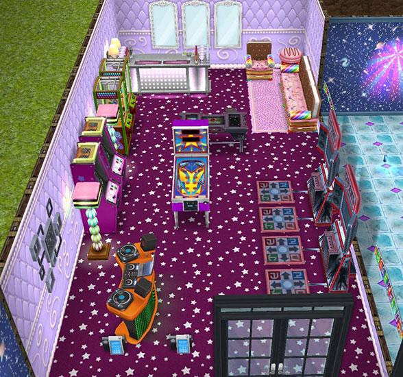 紫の星の床とハードシェルキャンディーの壁で彩られたゲーム・ルーム。ピンボールマシン、DJブース、クレーンゲーム練習台、「オールインワン」アーケードゲーム、ゲーム「ダンス・ドロップ」が並ぶ。奥にはモダンなバーも(The Sims フリープレイ)