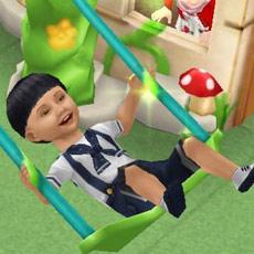幼児の遊び場で森のブランコに乗って喜ぶ幼児シム(The Sims フリープレイ)
