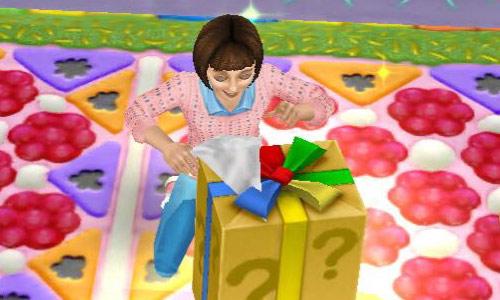 大喜びでミステリーギフトボックスの包装を破る小学生シム(The Sims フリープレイ)