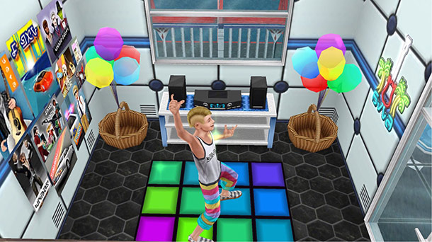 SFパネル、眺めのいい白窓、オニオンブルーのステレオ、ティーンのポスター(複数)、風船のカゴ、ブルースパーネオンサイン、派手なダンスフロアなどをレイアウトしたウェルカムホール(The Sims フリープレイ)