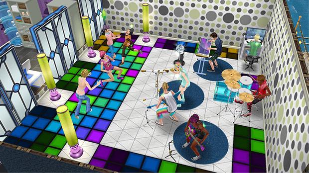 派手なダンスフロア、ダンスタイル、レトロなフロアランプ、白い三角タイル、緑の水玉模様の北欧風壁紙、PEBKECプロパソコン、まあまあのドラムキット、サイコーのキーボード、サイコーのマイク、青いエレキギター、サイコーのベース、青のショート2x2マス用ラグ、SFドアをレイアウトしたライブ会場(The Sims フリープレイ)