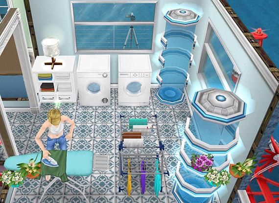 物干しスタンド、落ち着いたアイロン台、白い洗濯機、回転式乾燥機、白いリネンラック、青い地中海風タイル、スカイシムトーンの壁紙、北欧風テーブルランプ、ダブルポルテ、眺めのいい白窓をレイアウトした洗濯室(The Sims フリープレイ)