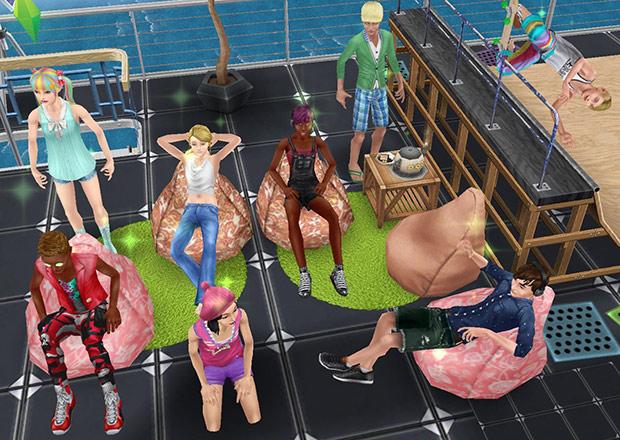 ハウスボート屋上で、のんびりしたりスケートしたりするティーンシムたち(The Sims フリープレイ)