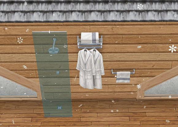 外壁に設置された、シャレーのタオルラック、ローブラック、シャワーヘッド(The Sims フリープレイ)