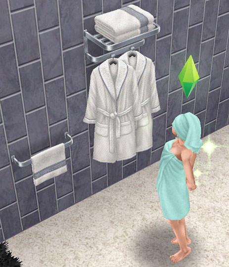 シャレーのタオルラック、ローブラックに見惚れる、バスタオル姿の女性シム(The Sims フリープレイ)