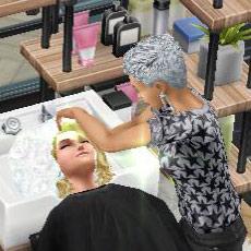 ヘアサロンのシャンプー台で、あわあわ洗髪にまどろむお客シム(The Sims フリープレイ)