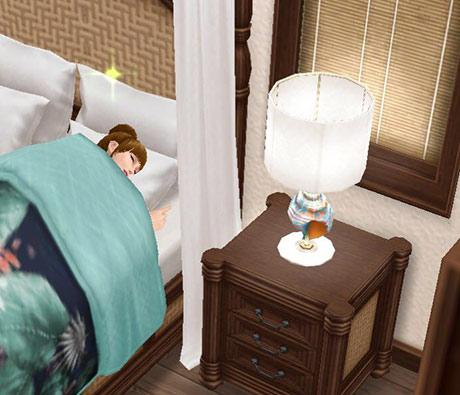 幸せそうに邸宅のベッドに横になるシム(The Sims フリープレイ)