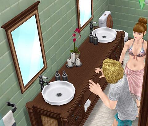 邸宅の洗面台で自分を見つめる男性シムと、それを見守る女性シム(The Sims フリープレイ)