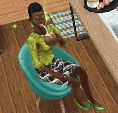 角度付きチェアで満足そうにトロピカルドリンクを飲むシム(The Sims フリープレイ)