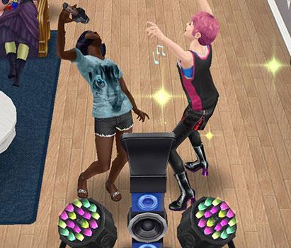 カラオケで、絶叫して盛り上がるティーンシムたち(The Sims フリープレイ)