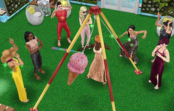 アイスクリームピニャータを叩いたり、応援したりして遊ぶシムたち(The Sims フリープレイ)