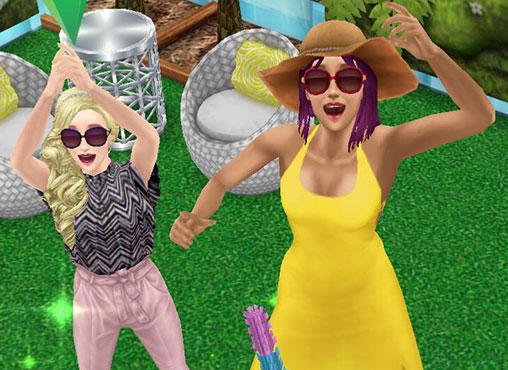 マキシドレスやフリルトップ&レザーパンツを着て、喜ぶ女性シムたち(The Sims フリープレイ)