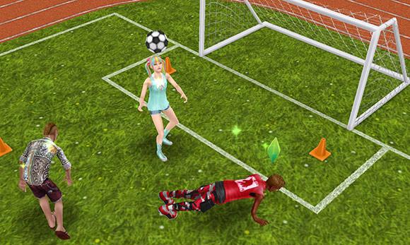 運動場でサッカーや腕立て伏せに励むティーンシムたち(The Sims フリープレイ)