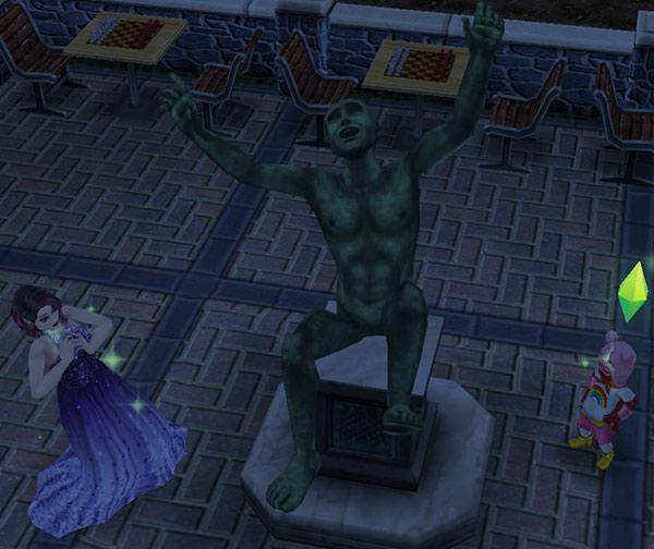 両手両足を振ってシムたちを驚かす、考える像(The Sims フリープレイ)
